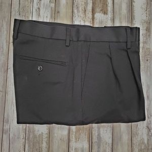 Men's Dockers Black Pleated Classic Fit. NWOT